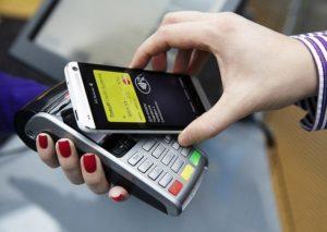 Как происходит оплата на терминалах через Apple Pay?
