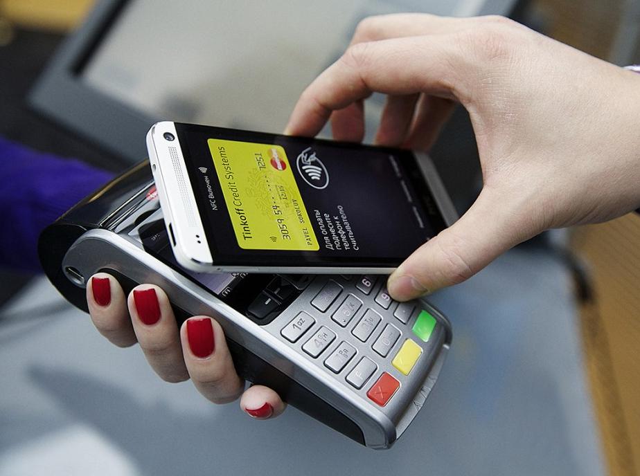 бесконтактные платежи на смартфоне